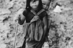 Fratelli-in-un-mare-di-fango_Ca-Mau-Vietnam-del-Sud_1960