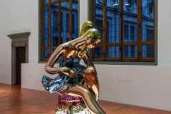 Sala-1-Seated-Ballerina©-Jeff-Koons-Photo_Ela-Bialkowska_OKNOstudio