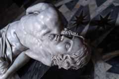 Fabio-Viale_Souvenir-Pieta-Cristo_2004_marmo-bianco-e-pigmenti_Credits-Nicolo-Campo-DB-Studio_02