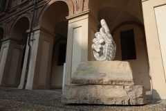 Fabio-Viale_Door-Release_2021_marmo-bianco-e-pigmenti_Credits-Paolo-Formica-DB-Studio_01