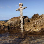 Israele, rinvenuta la spada di un cavaliere crociato in fondo al mare
